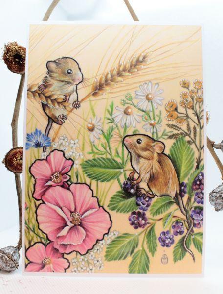 MÄUSE IM SOMMER Art Print Postkarte von Jessica Mach