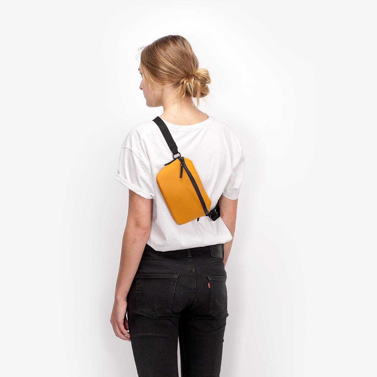 UA_Jona-Bag_Lotus-Series_Honey-Mustard_07