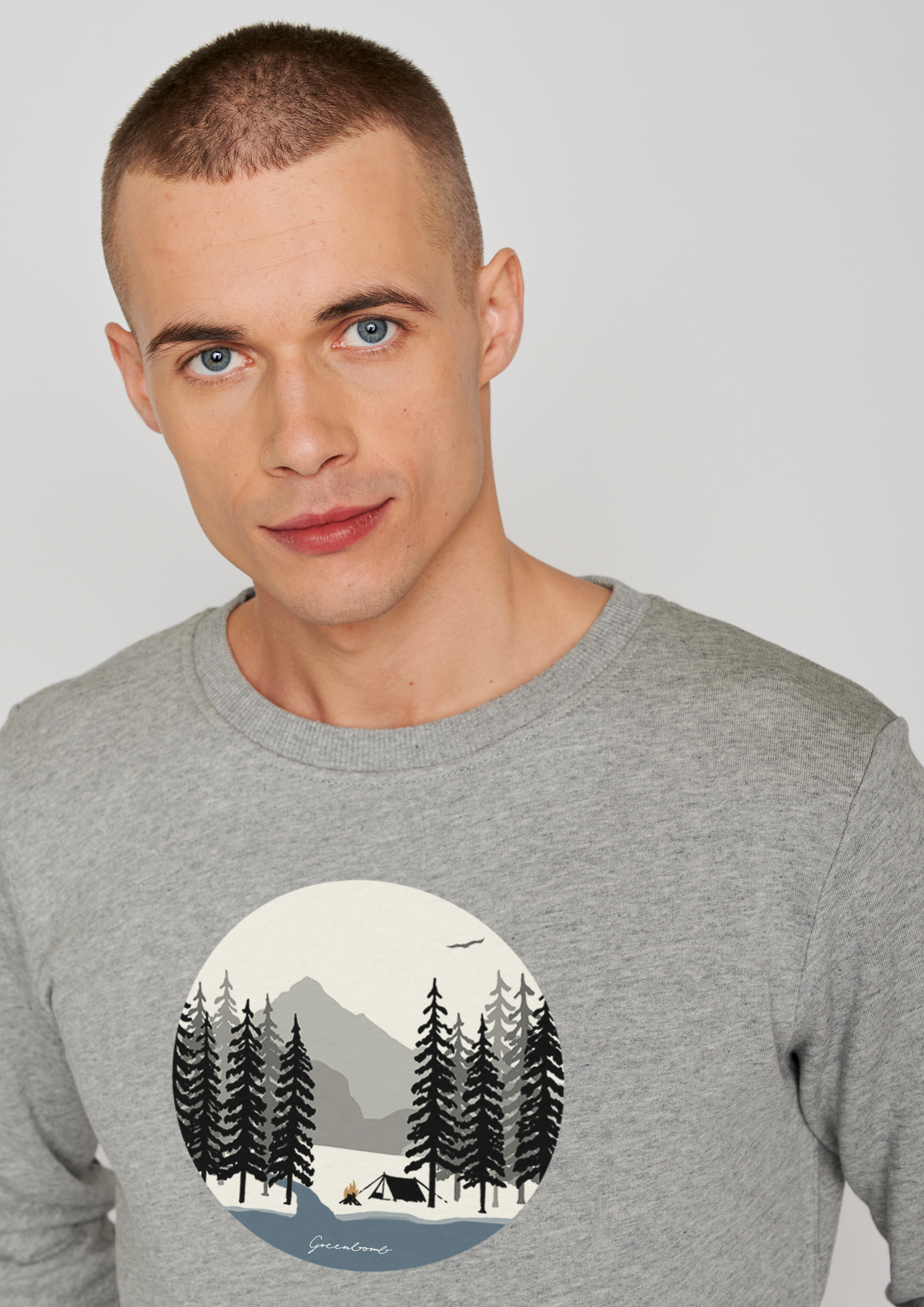 GREENBOMB-NATURE-CAMP-FIRE-wild-Sweater-heather-grey_detail