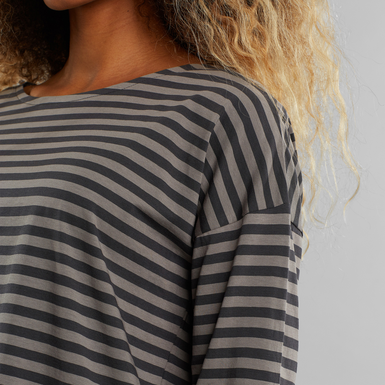 DEDICATED-HUMLEDAL-STRIPES-Longsleeve-charcoal-forged-iron-2